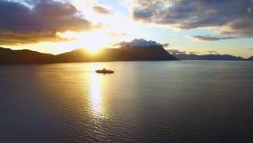 Zonsondergang op fiords noorwegen stock videobeelden
