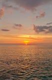 Zonsondergang op Groot Kaaimaneiland, Caymaneilanden Stock Afbeelding