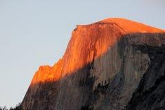 Zonsondergang op Halve Koepel, Yosemite, mening van het Parkeren van het Kerriedorp Royalty-vrije Stock Foto