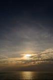 Zonsondergang op het Andaman-Overzees, Kaap Promthep Stock Afbeelding