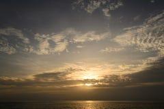 Zonsondergang op het Andaman-Overzees, Kaap Promthep Royalty-vrije Stock Afbeelding