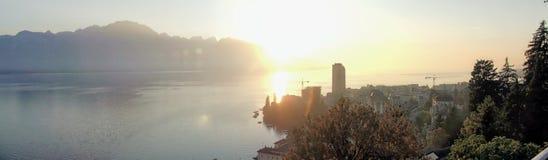 Zonsondergang op het meer stock foto