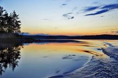Zonsondergang op het meer Royalty-vrije Stock Foto's