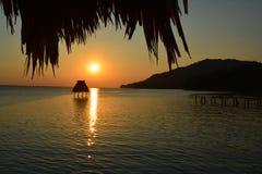 Zonsondergang op het Meer Gr Remate Guatemala van Peten Itza stock foto