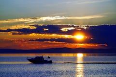 Zonsondergang op het meer van Baikal Royalty-vrije Stock Afbeeldingen