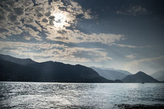 Zonsondergang op het meer van Italië Stock Afbeelding