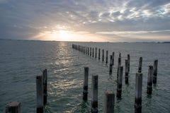 Zonsondergang op het overzees in Thailand Stock Afbeelding