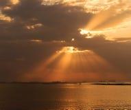 Zonsondergang op het overzees van Thailand Royalty-vrije Stock Fotografie