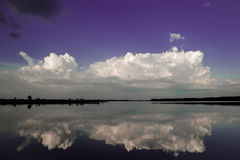 Zonsondergang op het Soligorsk-reservoir Stock Afbeeldingen