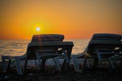 Zonsondergang op het strand royalty-vrije stock fotografie