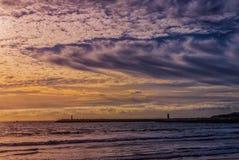 Zonsondergang op het strand Stock Fotografie