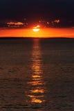 Zonsondergang op het strand, Alakol, Kazachstan Stock Foto's