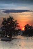 Zonsondergang op het strand bij zuidelijk van Thailand Royalty-vrije Stock Afbeelding