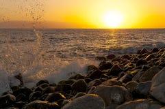 Zonsondergang op het strand op het zuiden van Tenerife Royalty-vrije Stock Afbeeldingen
