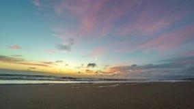 Zonsondergang op het strand timelapse stock footage