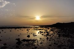Zonsondergang op het strand van Sajorami royalty-vrije stock afbeelding