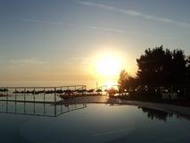 Zonsondergang op het water Royalty-vrije Stock Afbeelding