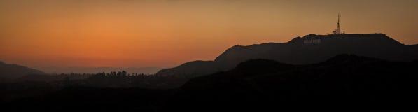 Zonsondergang op Hollywood-Brieven op het Onderstel Lee stock afbeelding