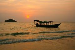 Zonsondergang op Kambodja Stock Afbeeldingen