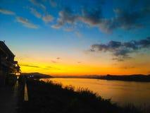 Zonsondergang op Mae Num Kong-rivier Royalty-vrije Stock Afbeelding