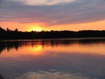 Zonsondergang op Meer Royalty-vrije Stock Afbeeldingen