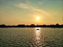 Zonsondergang op meer Stock Foto