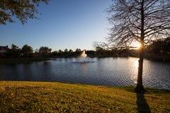 Zonsondergang op meer stock afbeeldingen