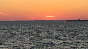 Zonsondergang op meer stock afbeelding