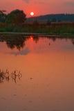 Zonsondergang op meer bij de zomer Stock Foto