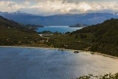 Zonsondergang op meer in Puerto Bertrand De weg Carretera Zuidelijk, Chileens Patagonië Royalty-vrije Stock Afbeeldingen