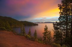 Zonsondergang op Meer Tahoe stock afbeelding