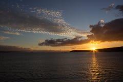 Zonsondergang op meer Taupo Stock Afbeelding