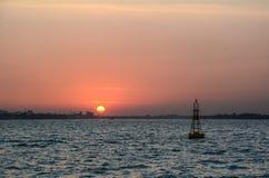 Zonsondergang op Mekong rivier stock afbeelding
