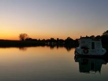 Zonsondergang op Norfolk broads Royalty-vrije Stock Foto