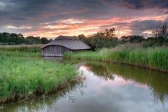 Zonsondergang op Norfolk broads Stock Foto