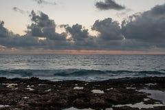 Zonsondergang op Oahu royalty-vrije stock foto's