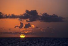Zonsondergang op oceaan - Bayahibe - Dominicaanse republiek Royalty-vrije Stock Foto's