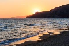 Zonsondergang op overzees strand Royalty-vrije Stock Foto's