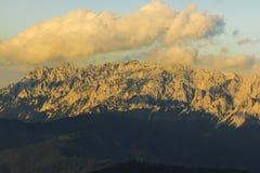 Zonsondergang op Piatra Craiului Stock Afbeeldingen