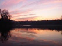 Zonsondergang op rivier stock fotografie