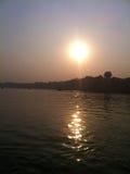 Zonsondergang op Rivier Ganges Stock Afbeelding