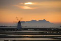 Zonsondergang op saltworks Stock Afbeelding