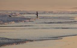 Zonsondergang op Stockton-Strand. Anna Bay. Australië. royalty-vrije stock fotografie