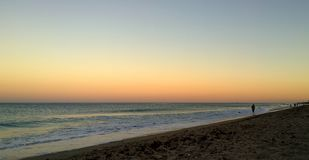 Zonsondergang op strand in Florida stock foto's