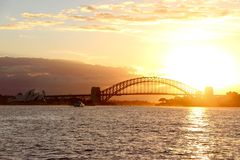 Zonsondergang op Sydney Harbour Bridge Stock Foto's