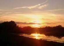 Zonsondergang op vijver Stock Foto's