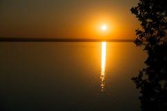 Zonsondergang op Volga rivier, Samara, Rusland Stock Afbeelding