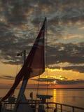 Zonsondergang op volle zee Royalty-vrije Stock Foto's
