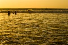 Zonsondergang op Vreedzame kust van Ecuador Royalty-vrije Stock Afbeeldingen