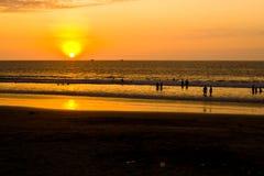 Zonsondergang op Vreedzame kust van Ecuador Stock Afbeelding
